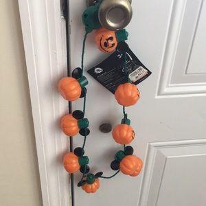 NWT Disney Pumpkin Glow Necklace